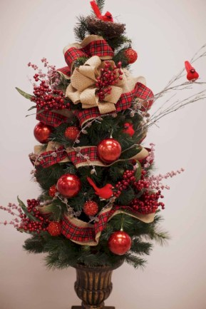 Totally inspiring small christmas tree decoration ideas for space saving 27