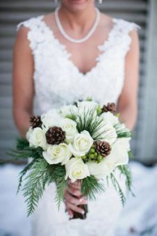 Wonderful winter wedding bouquets ideas you will love (11)