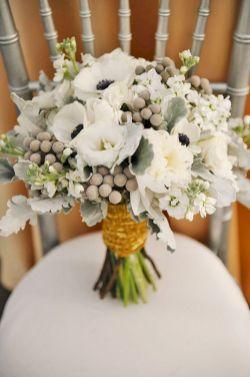 Wonderful winter wedding bouquets ideas you will love (2)
