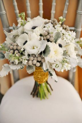 Wonderful winter wedding bouquets ideas you will love (2)