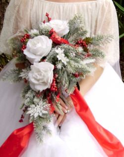 Wonderful winter wedding bouquets ideas you will love (20)