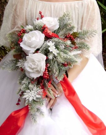 Wonderful winter wedding bouquets ideas you will love (20)