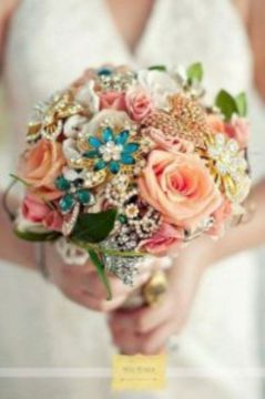 Wonderful winter wedding bouquets ideas you will love (26)