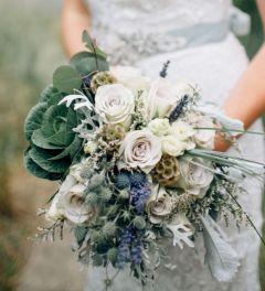 Wonderful winter wedding bouquets ideas you will love (27)