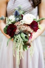 Wonderful winter wedding bouquets ideas you will love (33)
