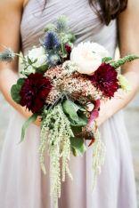 Wonderful winter wedding bouquets ideas you will love (33)