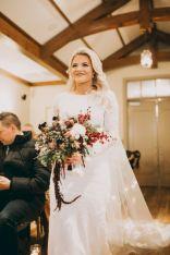 Wonderful winter wedding bouquets ideas you will love (35)
