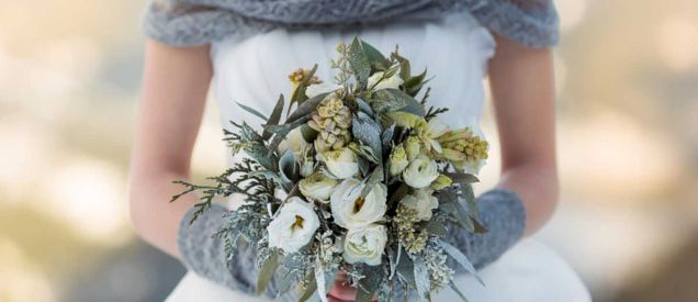 Wonderful winter wedding bouquets ideas you will love (39)