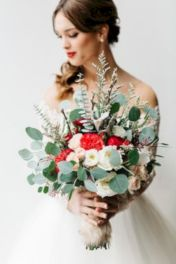Wonderful winter wedding bouquets ideas you will love (6)
