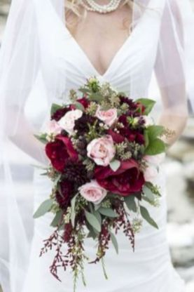 Wonderful winter wedding bouquets ideas you will love (8)