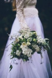 Wonderful winter wedding bouquets ideas you will love (9)