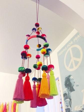 Adorable christmas chandelier decoration ideas 06