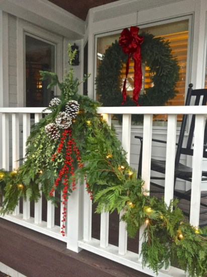 Awesome christmas decoration ideas for your balcony 03