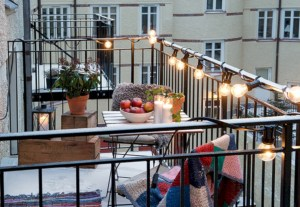 Awesome christmas decoration ideas for your balcony 08