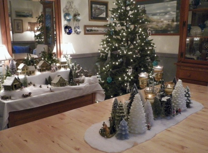Beautiful and charming tabletop christmas trees decoration ideas 01