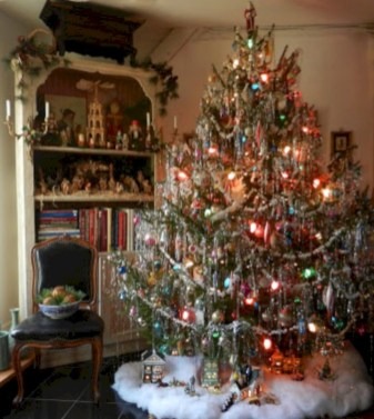 Beautiful and charming tabletop christmas trees decoration ideas 22