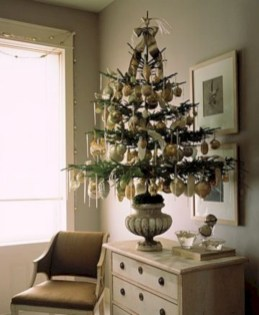 Beautiful and charming tabletop christmas trees decoration ideas 28