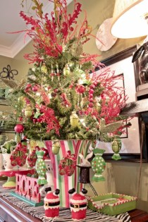 Beautiful and charming tabletop christmas trees decoration ideas 29