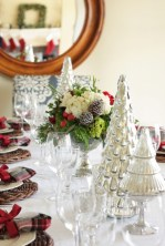Beautiful and charming tabletop christmas trees decoration ideas 34