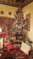 Beautiful and charming tabletop christmas trees decoration ideas 39
