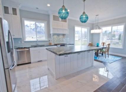 Bright and colorful kitchen design ideas 30