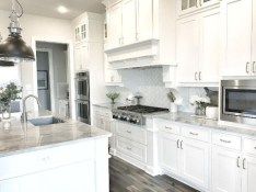 Bright and colorful kitchen design ideas 32
