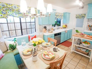 Bright and colorful kitchen design ideas 34