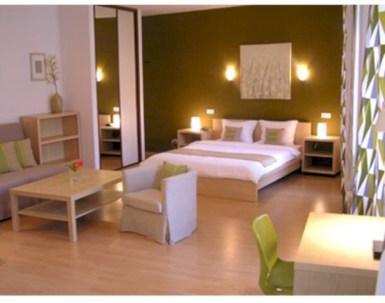 Cozy bedrooms design ideas with brilliant accent walls 16