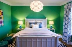 Cozy bedrooms design ideas with brilliant accent walls 17