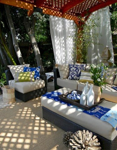 Relaxing moroccan living room decoration ideas 18