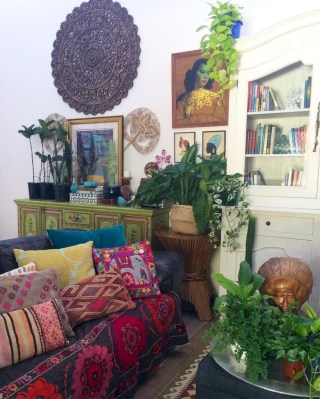 Relaxing moroccan living room decoration ideas 47