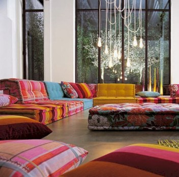 Relaxing moroccan living room decoration ideas 48