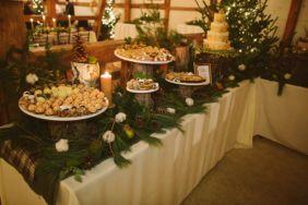 Simple rustic christmas table settings ideas 35