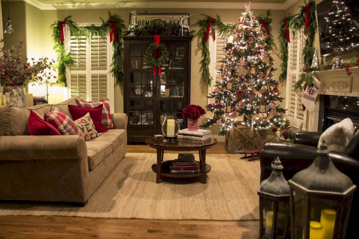 35 Stunning Indoor Rustic Christmas Decoration Ideas Roundecor