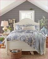 Beautiful farmhouse master bedroom decorating ideas 04