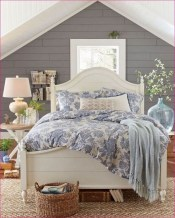 Beautiful farmhouse master bedroom decorating ideas 04