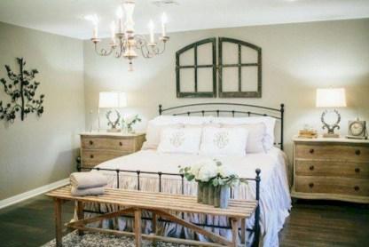 Beautiful farmhouse master bedroom decorating ideas 09