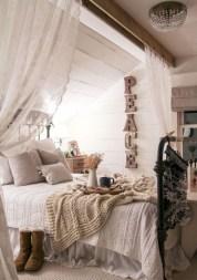 Beautiful farmhouse master bedroom decorating ideas 15