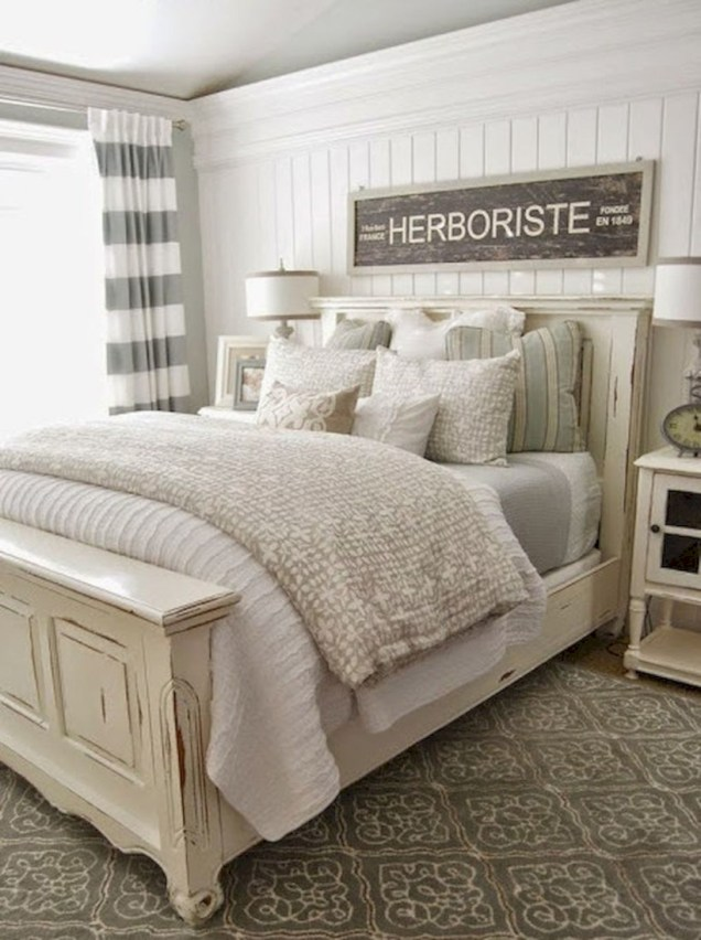 Beautiful farmhouse master bedroom decorating ideas 33