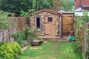 Beautiful small garden design ideas on a budget (27)