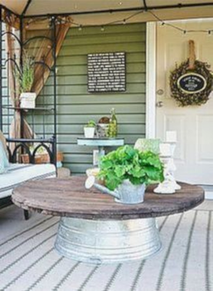 Best tips to makes farmhouse decoration style easily (29)