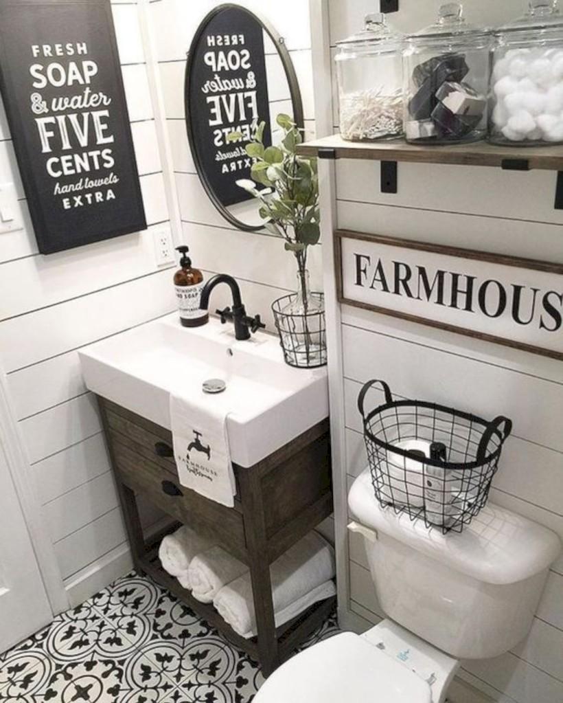 Captivating small farmhouse bathrooms decoration ideas (12)