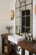 Captivating small farmhouse bathrooms decoration ideas (40)