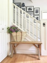 Catchy farmhouse rustic entryway decor ideas 16