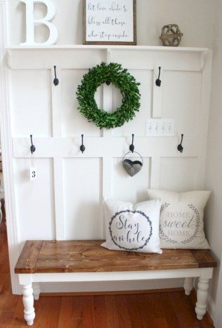 Catchy farmhouse rustic entryway decor ideas 27