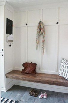 Catchy farmhouse rustic entryway decor ideas 45