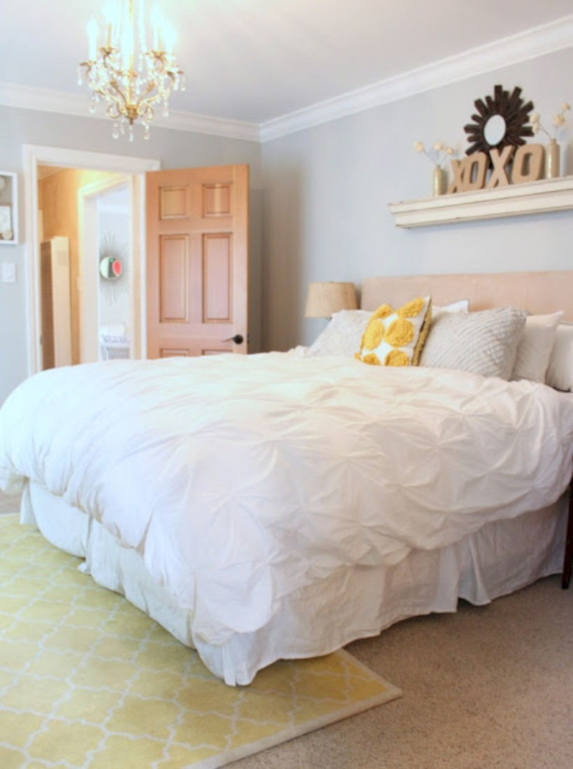 Comfy grey yellow bedrooms decorating ideas (24)