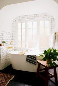 Cozy small scandinavian bathroom design ideas (27)