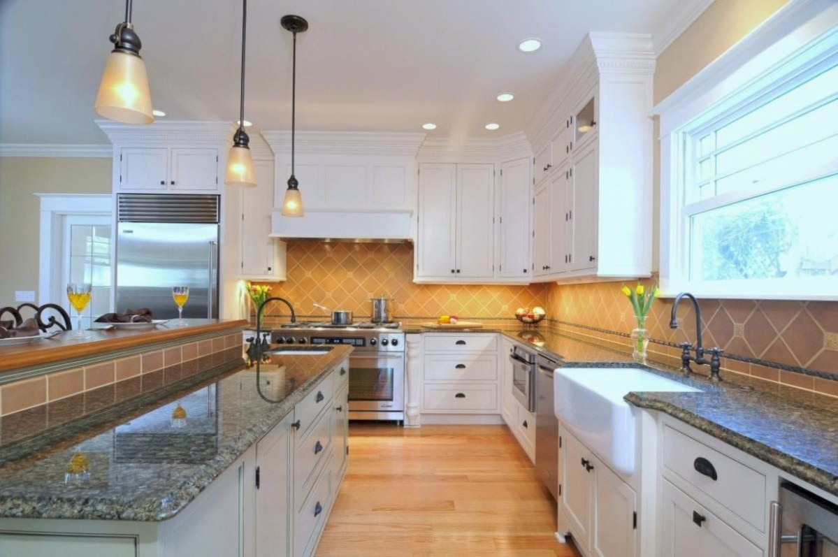 Fascinating kitchen islands ideas with seating and dining areas (11)