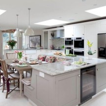 Fascinating kitchen islands ideas with seating and dining areas (15)